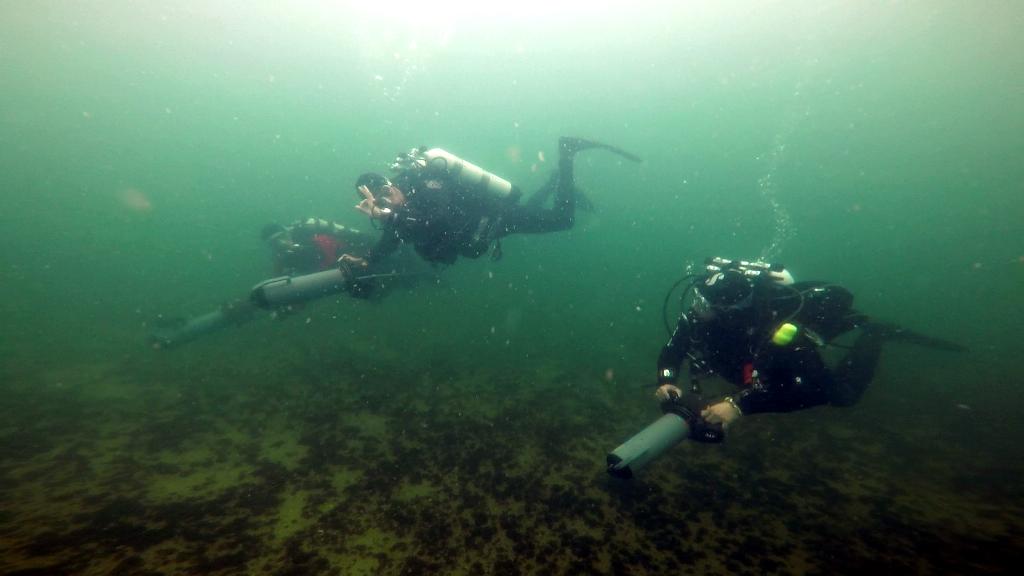 GDL DPV Scooter Diver (Diver Propulsion Vehicle Diver)